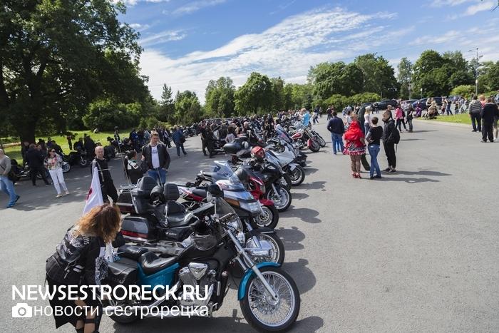 В Сестрорецке прошел 13-й ежегодный мотокарнавал