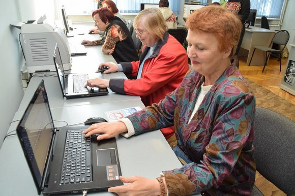 Бесплатные компьютерные курсы для пенсионеров в библиотеке им. М.Зощенко