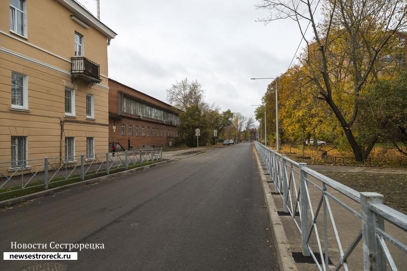 В Сестрорецке открыли проезд по наб.реки Сестры