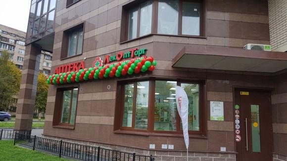 В Сестрорецке открылась первая аптека-дискаунтер «ЛекОптТорг»