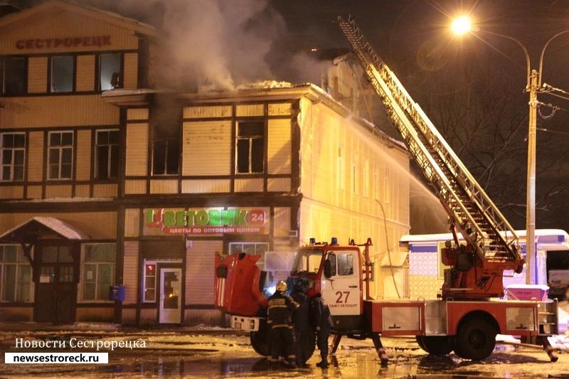 Названа предварительная причина пожара на вокзале в Сестрорецке