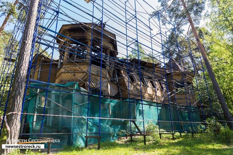 «Загородный дом Л.А. Змигродского» спрячут за баннер ценой 900 тысяч рублей