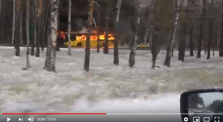 Горит 211-й автобус
