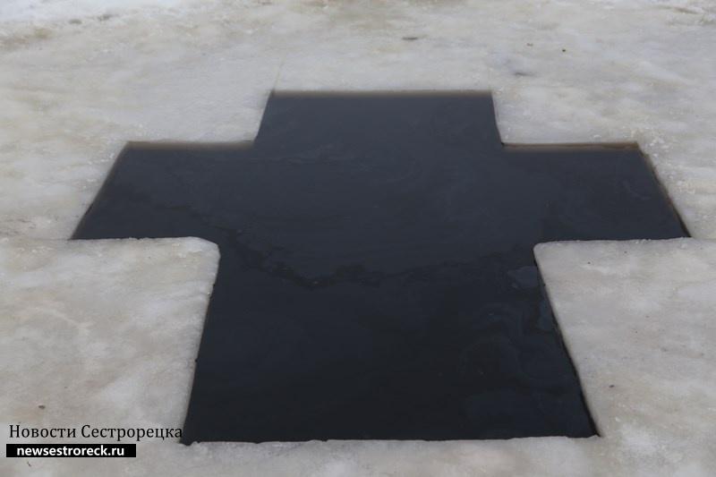 Власти Петербурга просят в Крещение купаться только оборудованных «иорданях»