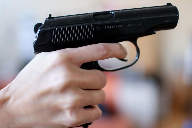 Курьер устроил стрельбу в Сестрорецке